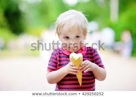 Piccolo bambino mangiare vaniglia Foto d'archivio © galitskaya