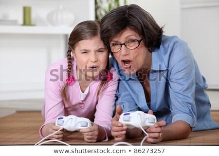 Meisje spelen computerspel oma meisje home Stockfoto © photography33