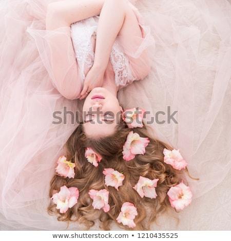 jovem · pétalas · de · rosa · retrato · mulher · rosa - foto stock © acidgrey