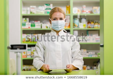 портрет · улыбающаяся · женщина · фармацевт · аптека · окружающий · медицинской - Сток-фото © stokkete