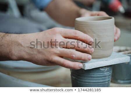 Artesão argila pratos fora mão projeto Foto stock © OleksandrO