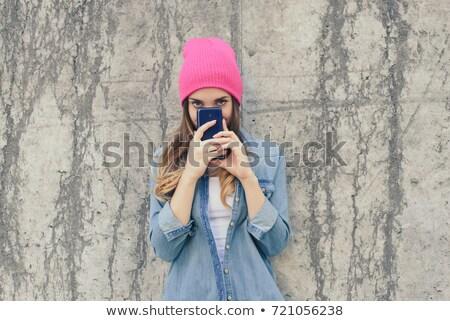 улыбаясь набрав sms мобильных улице Сток-фото © dash