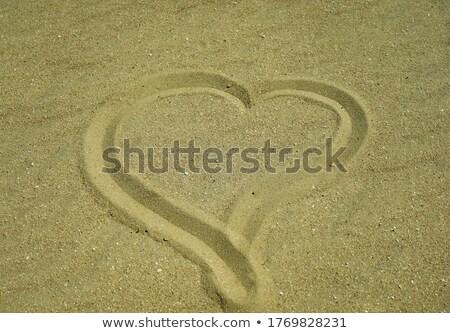 Szív alakú homokvár tengerpart szeretet szimbólum Stock fotó © backyardproductions