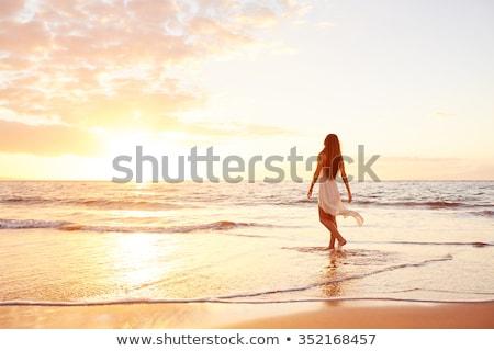 Vrouw strand zonsondergang romantische tijd zomer Stockfoto © NeonShot