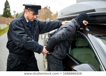 crimineel · veiligheid · officier · handboeien · criminelen · handen - stockfoto © lovleah