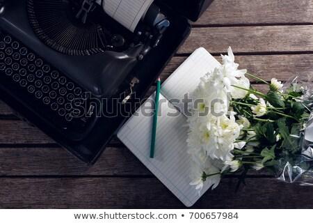 Bağbozumu daktilo günlük çiçekler ahşap masa kâğıt Stok fotoğraf © wavebreak_media