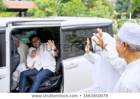 Jonge vrouw elektrische auto vrouw auto mode Stockfoto © IS2