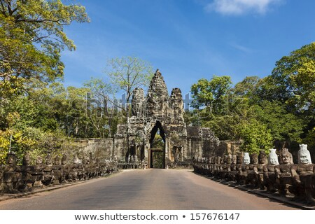 Estrada angkor Camboja ponte sul portão Foto stock © romitasromala