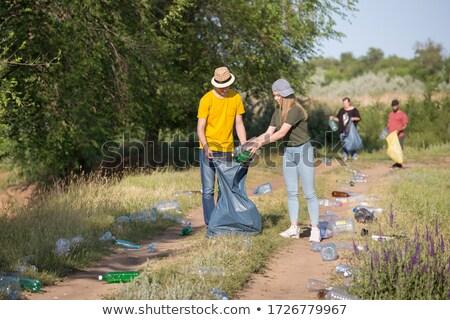 Man verzamelen vuilnis bos kaukasisch Stockfoto © nito