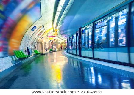 Párizsi metró állomás vonat utazás építészet Stock fotó © dutourdumonde