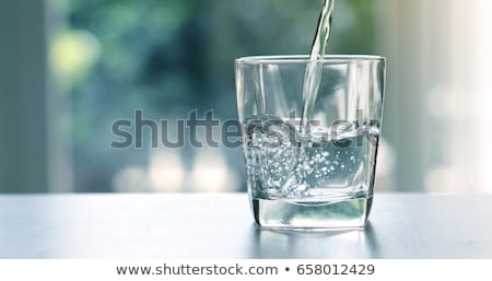 Stock fotó:  · vizet · egy · pohárba · öntik