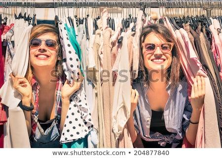 Mutlu genç kız alışveriş elbise kız moda Stok fotoğraf © pedromonteiro