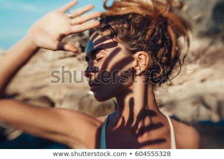 genç · kız · gözler · el · yüz · mutlu · güneş - stok fotoğraf © photography33