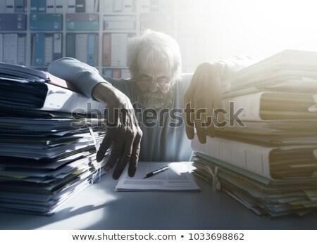 Man staren mappen kantoor werk hoofd Stockfoto © photography33