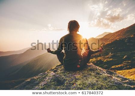 man · mediteren · yoga · lotus · positie · zonsondergang - stockfoto © kotenko