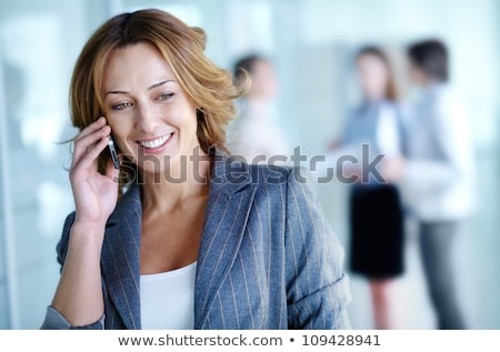 belo · empresária · falante · telefone · móvel · branco · mulheres - foto stock © lunamarina