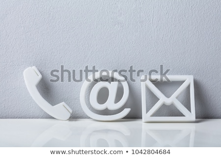 Kapcsolatfelvétel post it üzletember mutat iroda kéz Stock fotó © fuzzbones0