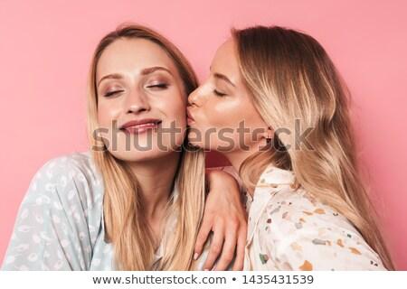 Due attrattivo giovani donne piedi bacio Foto d'archivio © deandrobot