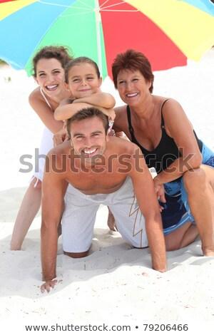 Famiglia vacanze posa snapshot donna madre Foto d'archivio © IS2
