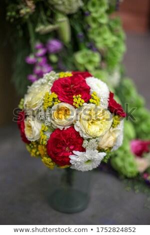Décorations sphères rose fleurs blanche Photo stock © fama