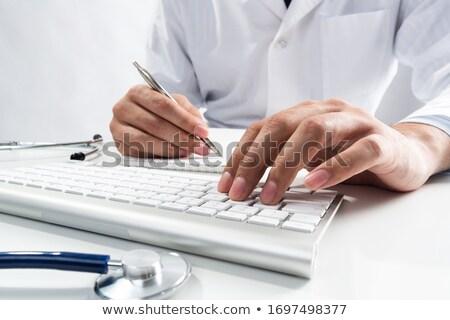 médecin · tapant · clavier · stéthoscope · ordinateur - photo stock © andreypopov
