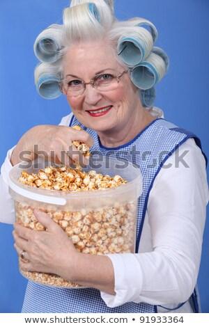 Stok fotoğraf: Kıdemli · kadın · kafa · yeme · patlamış · mısır · çalışmak
