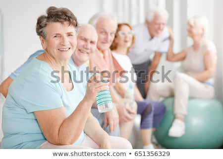 idős · ivóvíz · örömteli · hölgy · elvesz · gyógyszer - stock fotó © photography33