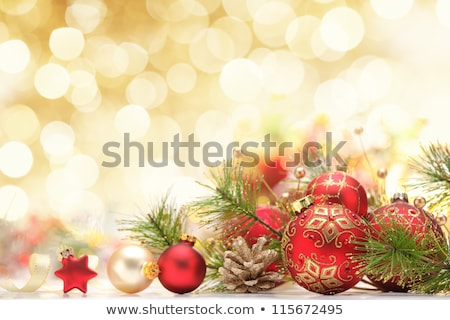 Photo stock: Trois · sphères · or · ornement · rouge · espace · de · copie