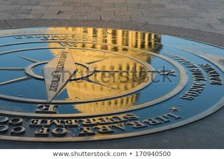 Bússola simbólico Washington DC terreno edifício vermelho Foto stock © lunamarina