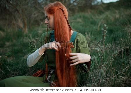 middeleeuwse · dame · bloem · handen · blad · schoonheid - stockfoto © fanfo