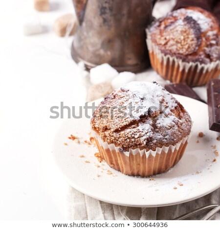 Muffins théière blanche mise au point sélective vertical Photo stock © TasiPas