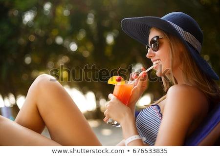 Zdjęcia stock: Atrakcyjny · młoda · kobieta · cool · pić · basen · słomkowy · kapelusz