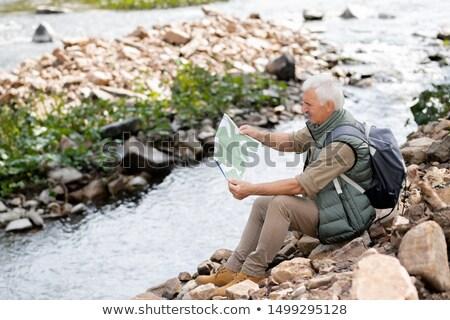 зрелый серый пеший турист чтение направлять карта Сток-фото © pressmaster