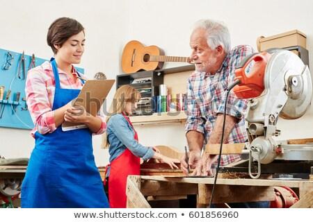 Młoda kobieta stażysta stolarstwo młodych stażysta kobieta Zdjęcia stock © vystek