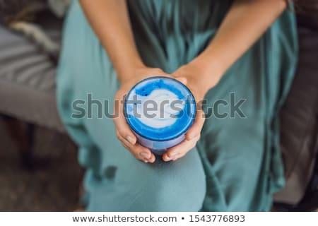 Mulher jovem mediterrânico café da manhã sofá bebidas Foto stock © galitskaya
