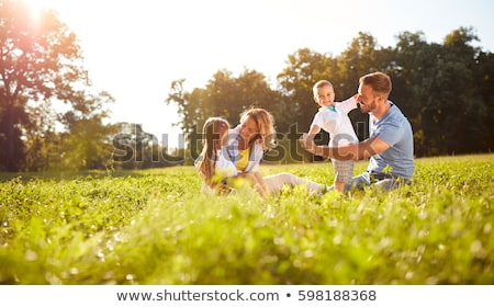 famille · parc · enfants · séance · épaules · parents - photo stock © get4net