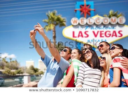 Las Vegas felirat turista nő boldog elvesz Stock fotó © Maridav