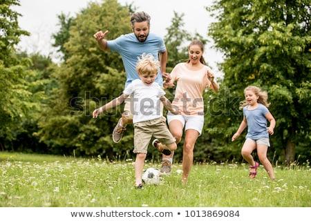 padres · ninos · jugando · fútbol · jugando · ninos - foto stock © kzenon