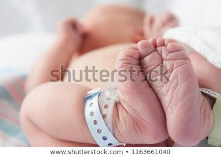 Chłopca szpitala bransoletka ramię pacjenta Zdjęcia stock © IS2