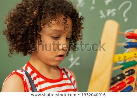 Vue de côté écolière apprentissage mathématiques boulier permanent Photo stock © wavebreak_media