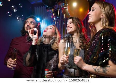 девушки мыльные пузыри друзей флейты Сток-фото © pressmaster