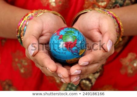 Mulher mundo mãos menina retrato Foto stock © dacasdo