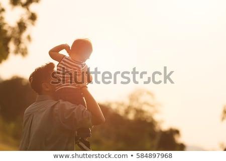 Parents fils épaules blanche femme groupe Photo stock © Paha_L