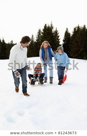 Jonge familie alpine sneeuw scène meisje Stockfoto © monkey_business