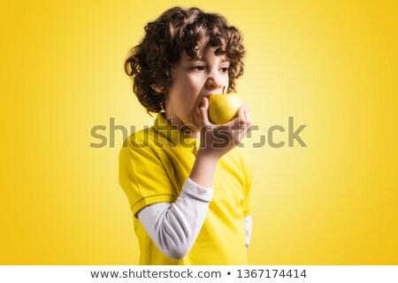 bir · sarı · elma · el · eller · gıda - stok fotoğraf © ambro