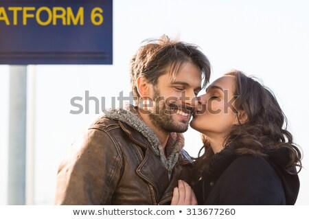 Jonge vrouw zoenen vriendje wang gezicht mode Stockfoto © deandrobot