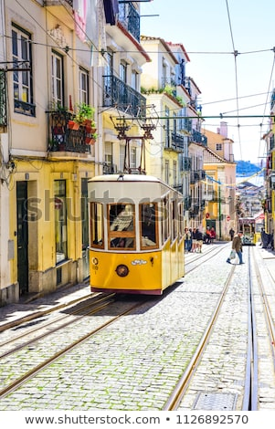 giallo · tram · stretta · strada · quartiere · Lisbona - foto d'archivio © photooiasson