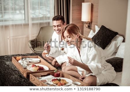 Сток-фото: Cute · пару · завтрак · домой · кухне · женщину