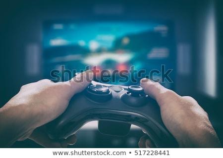 Homme jouer voiture course jeu vidéo maison Photo stock © dolgachov
