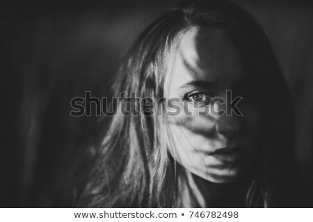 Foto jungen Mode Frau schauen Stock foto © deandrobot
